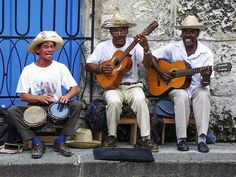 "Letter From Cuba: A Journey Across the Caribbean Island Where Acoustic Guitar is Omnipresent  ||  From the September 2017 issue of Acoustic Guitar | BY MELINDA NEWMAN Spend any time in Cuba and several times a day you will likely hear street musicians strumming an acoustic guitar to ""Guantaname……"