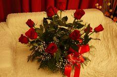 Canasta de Rosas rojas, Paniculata y verdes.