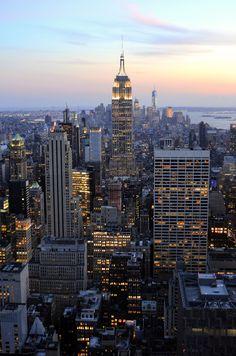 #rockefeller #center #view #skyline #topoftherock #new #york #city #empire #state #manhattan #ny #newyork #blog #top #10 #sehenswürdigkeiten #sights #travel #travelblog #blogger #lifestyle #photography Foto: http://ceyourgoals.com #empire #state #building at #sunset #night
