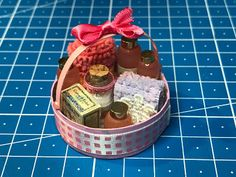 Dany's DIY Minis: TUTORIAL : how to make a miniature gift basket wit...