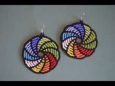 Beaded hoop earrings with bugles, delicas and seed beads - Beading Tutorial Seed Bead Jewelry, Seed Bead Earrings, Beaded Earrings, Beaded Jewelry, Crochet Earrings, Hoop Earrings, Flower Earrings, Beading Projects, Beading Tutorials