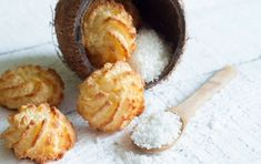 Simple And Delicious Coconut Macaroons Take Just 15 Minutes To Make Healthy Coconut Macaroons Recipe, Macaroon Recipes, Coconut Recipes, Coconut Cookies, Macaroon Cookies, Cake Cookies, Greek Sweets, Vegan, Smoothie Recipes
