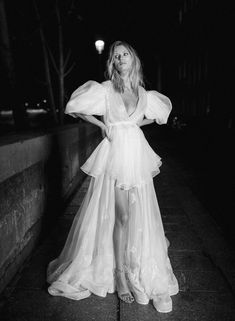 Night of madness rime arodaky decrypts the wedding dresses of its collection.e first vogue paris. Bridal Skirts, Bridal Gowns, Wedding Gowns, Vogue Vintage, Vogue Bride, Robes Glamour, White Bridal Shoes, Pallas Couture, Wedding Dress Trends