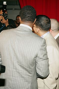 Daddy Yankee Photos Photos - Rapper Daddy Yankee and Sean 'P Diddy' Combs poses backstage at 2005 Billboard Latin Music Awards at the Miami Arena April 28, 2005 in Miami, Florida. - 2005 Billboard Latin Music Awards - Pressroom