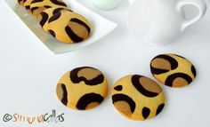 Leopard Print Cookies Children love animals, they adore biscuits (cookies) and are thrilled when you surprise them with animal themed food. Biscotti Cookies, Cake Cookies, Animal Themed Food, Leopard Cake, Lion Cupcakes, Biscuits, Cookies Decorados, Romanian Food, Fancy Desserts