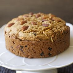 The most traditional sweet treat during Christmas is this Dulce de leche Fruitcake. You are not going to believe how good this fruitcake is it. Sweet Recipes, Cake Recipes, Dessert Recipes, Desserts, Chilean Recipes, Chilean Food, Cupcake Cakes, Cupcakes, Muffins