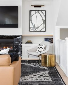 Small apartments have their upsides – lower rent, often a deeper proximity to bustling downtown areas, and a specific irreplaceable comfortable charm. That's, knowing how decorate. Glam Living Room, Living Room Decor, Living Rooms, Living Spaces, Modern Interior, Home Interior Design, Bright Rooms, Cozy Apartment, Dining Nook