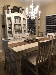 Best Cozy Rustic Dining Room Decor Ideas You May Love - Page 22 of 70 - Diaror Diary Diy Interior, Interior Decorating, Decorating Ideas, Decor Ideas, Up House, Cozy House, Country Farmhouse Decor, Farmhouse Kitchens, White Farmhouse