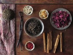 Your Own Custom Tea Blends Make your own flavoured teas (black, green, herbal). Source: handmade and vintage goodsMake your own flavoured teas (black, green, herbal). Source: handmade and vintage goods Homemade Tea, Tea Blends, Detox Tea, Body Detox, Tea Recipes, Kraut, High Tea, Drinking Tea, Tea Time
