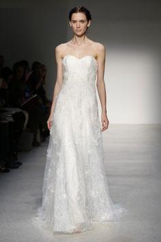 Vestido de novia clásico 2013 con tela fluida y escote strapless - foto Christos