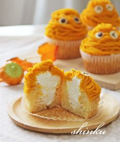 Halloween Desserts, Halloween Food For Party, Happy Halloween, Kawaii Halloween, Halloween Treats, Sweets Recipes, Fall Recipes, Donuts, Japanese Pastries