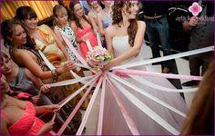Lanzar el ramo de la novia con cintas - donde la tradición se ha ido y cómo hacerlo
