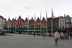 This set of buildings in the center square of Bruges are the most iconic buildings in town. They all have restaurants at the base that offer great views of the courtyard and cathedral. Bruges, Great View, Great Photos, Stuff To Do, Cathedral, Restaurants, Buildings, Base, Travel