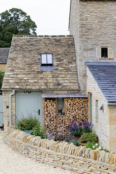 Interior Architecture and Interior Design Project | Cotswold Country House — Gunter & Co Cottage Shabby Chic, Rustic Cottage, Garden Cottage, Cottage Interiors, Cottage Homes, Country Interiors, Cottage House Exteriors, English Cottage Exterior, English Cottage Style