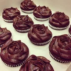 ♡♡♡♡♡ sparkly chocolate rose cupcakes