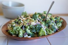 For those of you who like a variety of flavours and levels of crunch in their broccoli salads, we present this version with Gala apples.