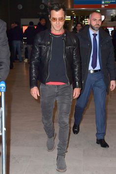 Arriving at Paris Charles de Gaulle airport during Paris Fashion Week. Chelsea Boots Outfit, Grey Chelsea Boots Men, Men's Leather Jacket, Vintage Leather Jacket, Leather Jackets, Jacket Men, Justin Theroux, Mens Fashion, Fashion Outfits