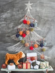 Get crafty to give your Christmas tree a custom touch with our easy ideas for handmade ornaments, tree skirts, toppers and garlands.