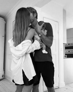 Cute Family, Baby Family, Family Goals, Cute Little Baby, Little Babies, Cute Babies, Baby Tumblr, Shotting Photo, Future Mom