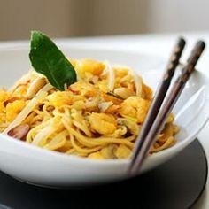 Nouilles, soupe de crevettes, de poulet ou de boeuf, riz parfumé au curry, au gingembre ou à la coriandre... Avec ses saveurs sucrées-salées, la cuisine thaï vous mènera àla baguette !