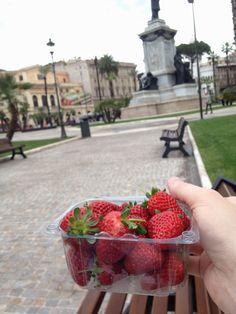 di fragole i Piazza Cavour