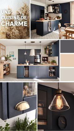 La cuisine, on l'aime conviviale, chaleureuse et authentique ! Aujourd'hui, on vous dévoile cette cuisine de charme au look campagne revisité. Sa forme en U et ses aménagements bien pensés la rendent fonctionnelle au quotidien. Côté style, elle se veut rustique mais chic, grâce à l'alliance du bois, du bleu foncé et de l'effet carreaux de ciment. Piece A Vivre, Authentique, Hui, Kitchen, Style, Dark Blue Kitchens, U Shaped Kitchen, Big Doors, The Heat