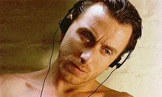 Tim Roth in Captives Tim Roth Movies, Gorgeous Men, Beautiful People, Quentin Tarantino Films, Creepy Guy, Ralph Fiennes, Gary Oldman, Lie To Me, Pretty Eyes