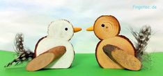 Bird set made of wood with feather Wood Logs, Wood Slices, Garden Accessories, Wooden Crafts, Made Of Wood, Bird Feathers, Garden Art, Projects To Try, Arts And Crafts