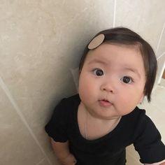 Cute Asian Babies, Asian Kids, Cute Babies, Cute Baby Meme, Cute Memes, Kids Kiss, Baby Buns, Cute Baby Girl Pictures, Baby Tumblr