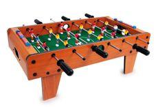 Tisch-Fußbal. Kickern an jedem Ort! Der stabile Kickertisch kann auf jeder Tischplatte platziert werden und lässt große und kleine Tischkicker-Fans voll auf ihre Kosten kommen. Je 9 Spieler pro Team befördern die zwei beigelegten Bälle mit Druck ins gegnerische Tor. Das schnelle Spiel schult die Hand-Augen-Koordination und macht einen Heidenspaß – das ist Tischfußball, wie es sein soll! ca. 70 x 37 x 25 cm