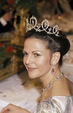Color picture of Cannaught Tiara of Sweden. Princess Margaret of Cannaught brought it to Sweden.
