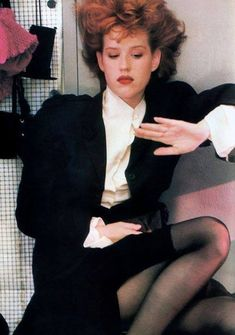 moda Molly Ringwald, photographed by Sheila Metzner for American Vogue, September Clothing by John Galliano. Molly Ringwald, 80s Fashion, Look Fashion, Vintage Fashion, High Fashion, Costume Année 80, Costumes, Kino Theater, Trailer Park