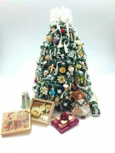 Larrianne's Small Wonders - Miniature Christmas Z