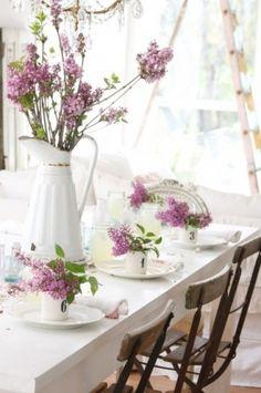 Dreamy Whites and Lilac Table Setting Shabby Chic, Beautiful Table Settings, Deco Table, Decoration Table, Tablescapes, Floral Arrangements, Flower Arrangement, Centerpieces, Bouquet