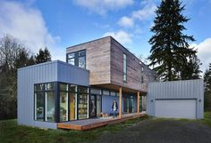 Family's prefab contemporary house is at home in the woods Container Home Designs, Container House Plans, Prefab Office, Split Level Floor Plans, Method Homes, Prefab Homes, Kit Homes, Contemporary, Modern