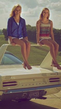 Cool Cars girl 2019 Oh, that& what the wing of a Plymouth Superbird is for Old Muscle Cars, Dodge Muscle Cars, American Muscle Cars, Plymouth Muscle Cars, Plymouth Superbird, Girly Car, Us Cars, Car Girls, Retro