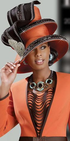 The fashion of African-American women and church hats. Funky Hats, Crazy Hats, Mode Orange, Estilo Glamour, Church Fashion, Church Suits, Wearing A Hat, Love Hat, Hat Hairstyles