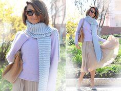 fashion blog Galantgirl.com #streetstyle #streetfashion #pastellook #galantgirl #bluescarf #pleatedskirt #fashionblogger #personalstyleblogger