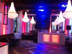 Drive-in show A+ inclusief steigerhout LED-meubel te Woudrichem. Locatie Restaurant 't Oude Raedthuys.