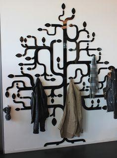 Hallway entrance black curved coats hats tree http://media27.onsugar.com/files/2011/05/22/2/192/1922794/7fc0a5dff13dc308_coat_tree.jpg