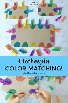 CLOTHESPIN COLOR MATCHING! A fun and easy DIY to help toddlers improve fine motor skills, color recognition, eye-hand coordination, and concentration. #montessori #recycled #finemotorskills #kidsactivities