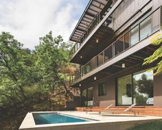 This prefab home in the Hollywood Hills provides gorgeous views as well as privacy by the pool deck. California, patio furniture, sliding glass doors, balcony, modern, contemporary, http://www.westernwindowsystems.com