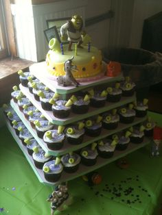 This is the Shrek Cake and Cupcakes I made for my daughter's 4th birthday...this one was a blast to make!