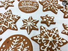 Iced Gingerbread Biscuits All Things Christmas, Gingerbread Cookies, Ice, Desserts, Blog, Cookies, Yule, Tailgate Desserts, Ginger Cookies