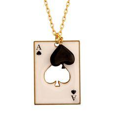 COLLIER CARTE PIQUE.  Rami, Blackjack, Poker, Belotte... saurez-vous placer vos cartes et remportez la partie ?   Avec cette collection signée N2, devenez un expert en bluff et en stratégie pour battre votre adversaire. Mettez tous les atouts de votre côté et n'oubliez pas de sortir votre Joker !