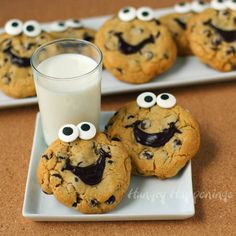 Smiley Face Chocolate Chip Cookies - so cute!