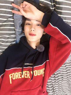 Guy Friend Quotes, Guy Friends, Pretty Boys, Cute Boys, Lee Yoon Ji, Korean Boys Hot, Ulzzang Kids, Korea Boy, Boy Idols