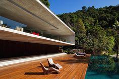 Paraty House by architect Marcio Kogan Residential Architecture, Contemporary Architecture, Interior Architecture, Futuristic Architecture, Luxury Interior, Studio Mk27, Beton Design, Modern House Design, Exterior Design