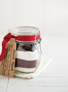 Chocolat chaud à offrir (très bon truc pour les guimauves !) (Great tip for the marshmallows: heat 2 cups of them in the oven at 170°F for 2 1/2 hours. Cut the heat, open the door and let cool about 2 hours. You can then mix it with 1/4 C sugar in the blender)