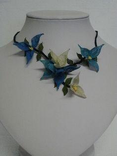 collana seta fiori azzurri e bianchi - silk flowers necklace